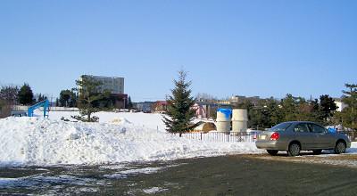 3/16:オホブラ百貨店の事務所駐車場から見た景色