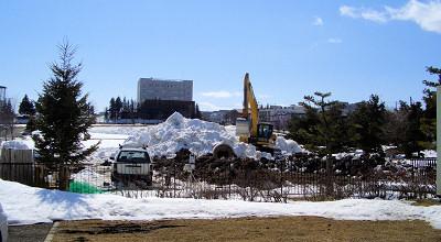 3/24:オホブラ百貨店の事務所駐車場から見た景色