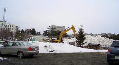 3/25:オホブラ百貨店の事務所駐車場から見た景色