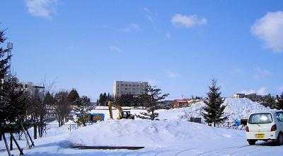 3/26:オホブラ百貨店の事務所駐車場から見た景色
