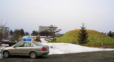 3/31:オホブラ百貨店の事務所駐車場から見た景色