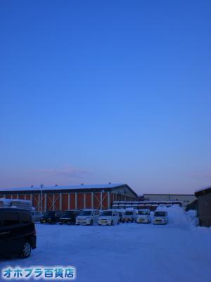 12/14:オホブラ百貨店・今朝の北見市のたまねぎ倉庫