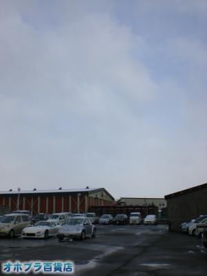 4/22:オホブラ百貨店・今朝の北見市のたまねぎ倉庫