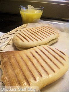 オホーツクベーグル(北見市泉町)「生ハムチーズのパニーニ」と「チキンのパニーニ」